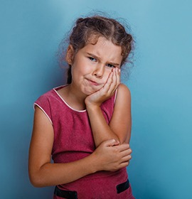 Little girl with toothache should see Brampton emergency dentist